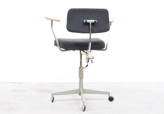 LeneDecember2017 Height-adjustable task chair by Labofa