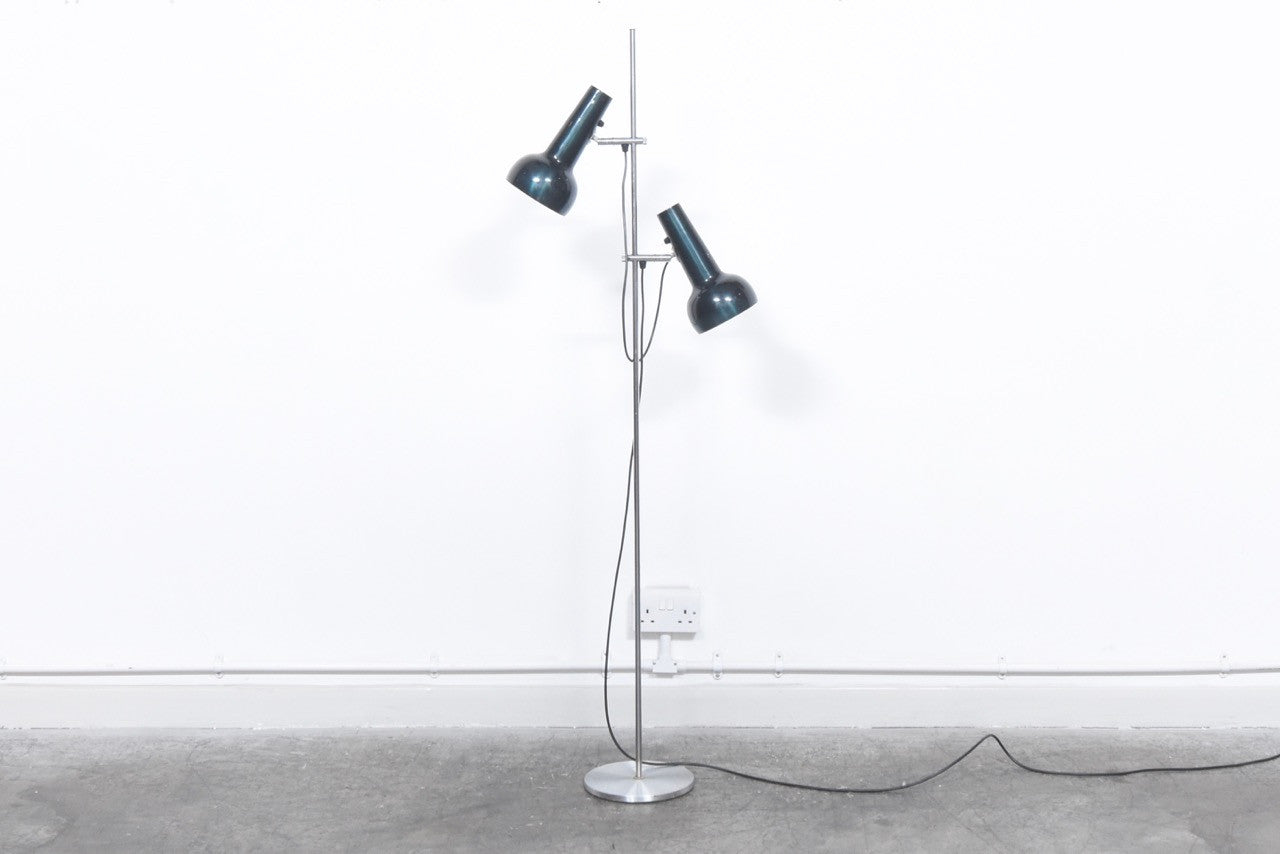 Height adjustable floor lamp