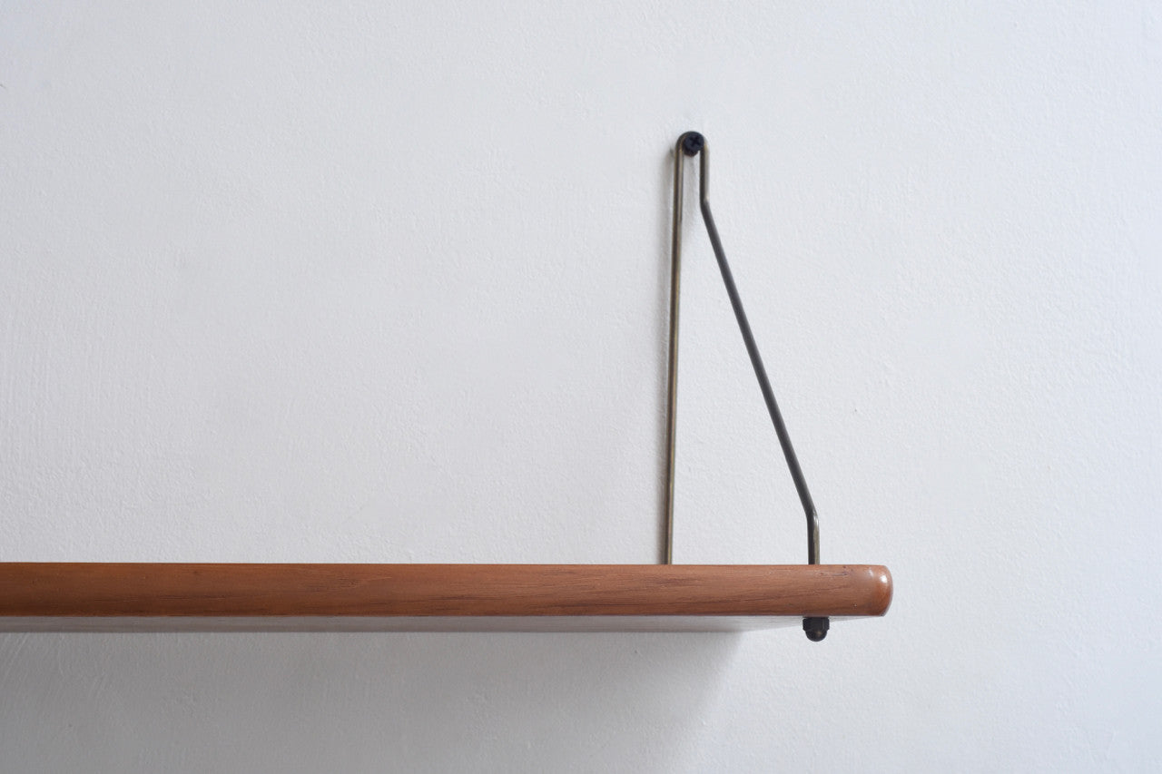 Floating shelf in teak with rounded edges