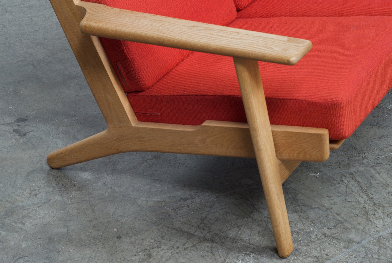 GE-290 three seat sofa by Hans Wegner