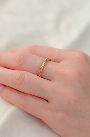18ct Gold, Entwined Vine Ring - Treble Twine