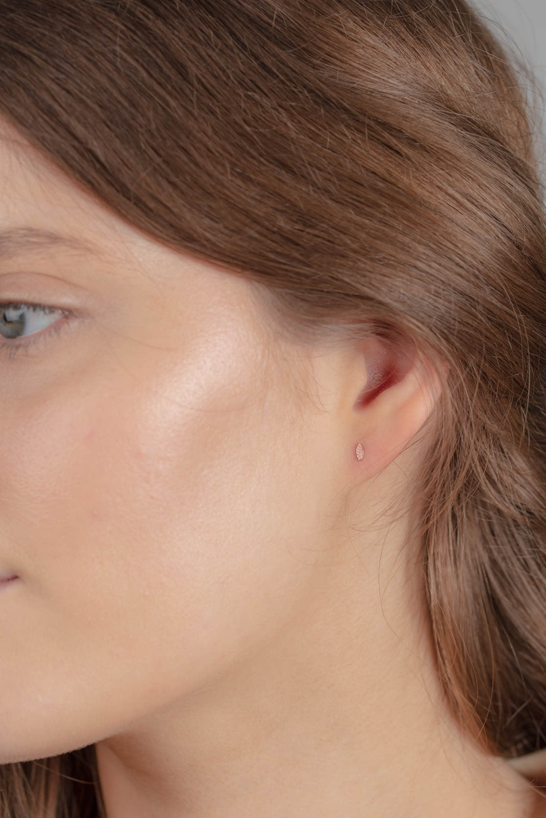 18ct Gold Tiny Leaf Stud Earrings
