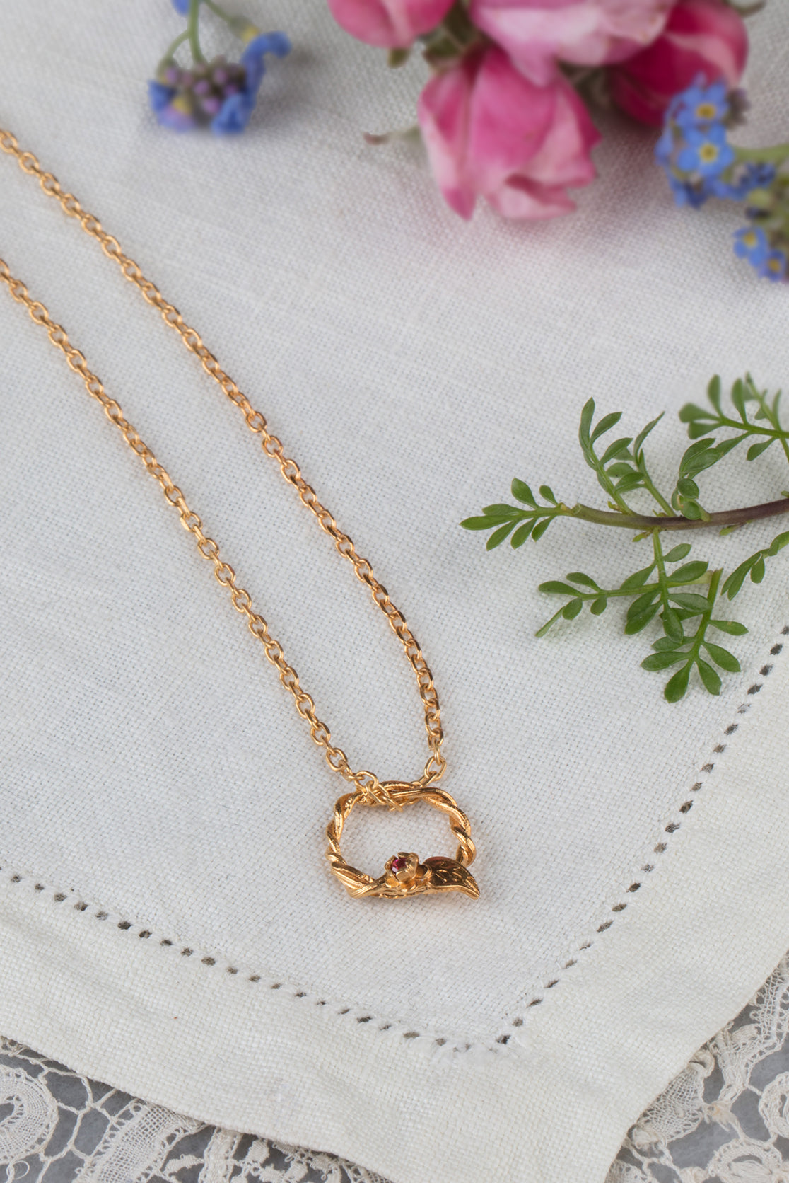 22ct gold plate entwined vine circle necklace