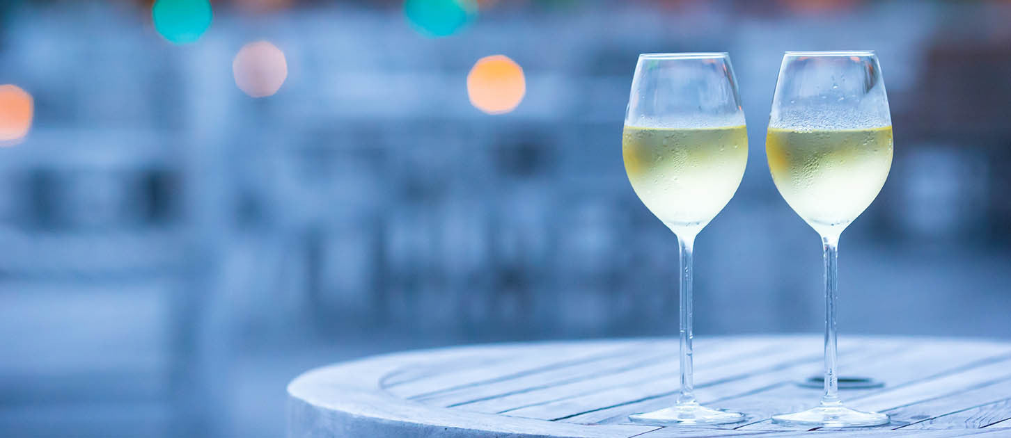 Say Hello to Summer with Refreshing Kosher White Wine