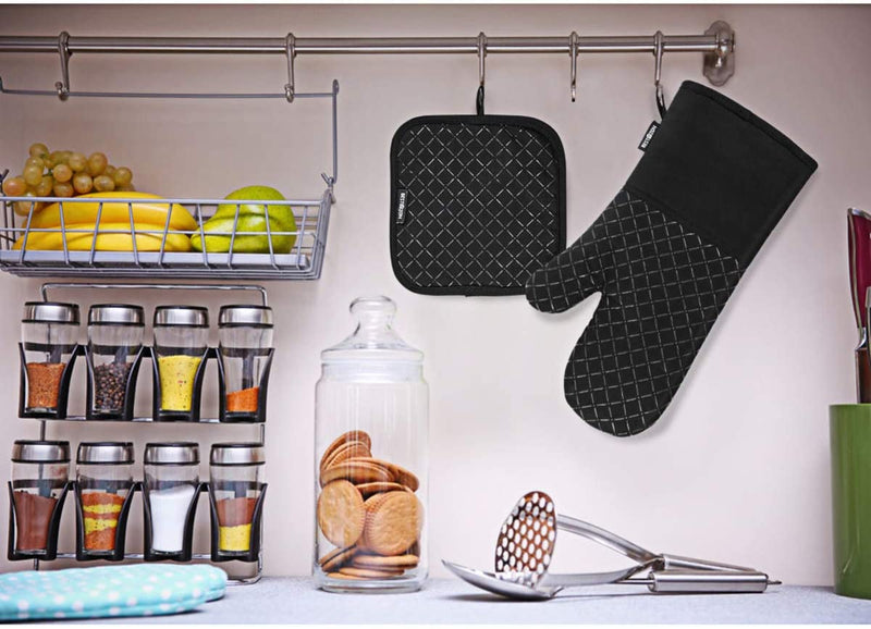 Heat Resistant Oven Mitts and Pot Holders