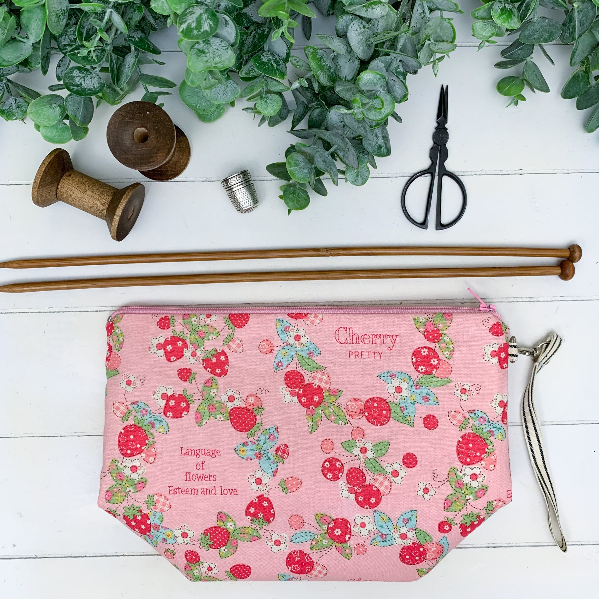 Retro Berry- Pink Small Gusset Bag