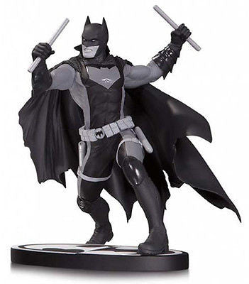 Batman Black & White Earth 2 Statue Nicola Scott