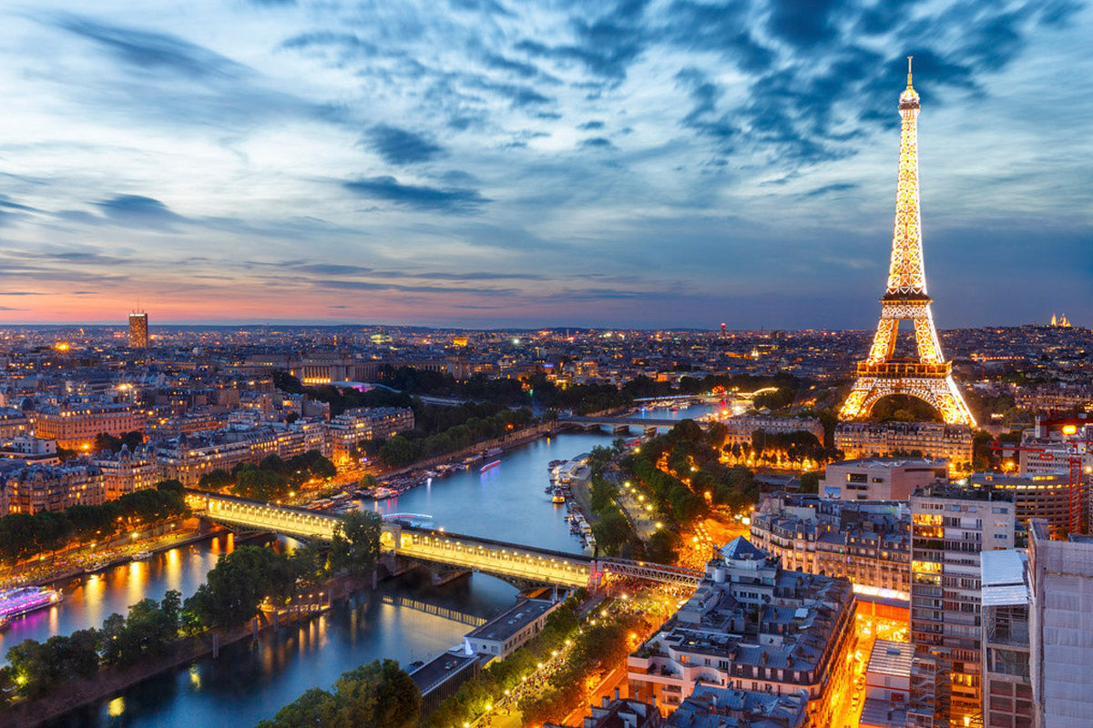 A CITY GUIDE TO PARIS