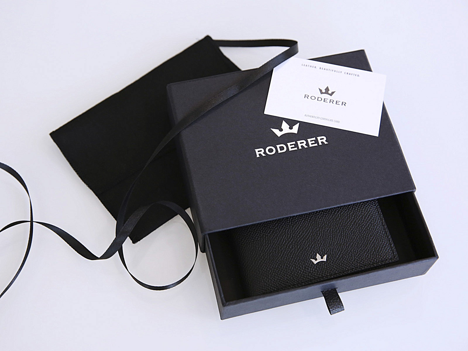 Roderer Bifold 6 Card Trophy Saffiano Navy Blue Money Clip Wallet Packaging