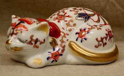 OT0622 Vintage Japanese Kutani Porcelain Sleeping Cat