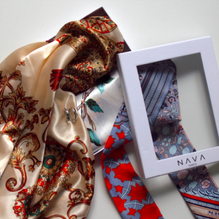 2 SCARVES & 1 TWILLY & 1 ACCESSORY