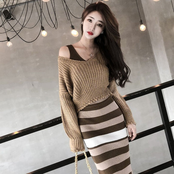 Women's Short V-neck Pullover Autumn New Korean Fashion Knit Sweater Female Slim Khaki Short Sweater Two-piece Woman GD086