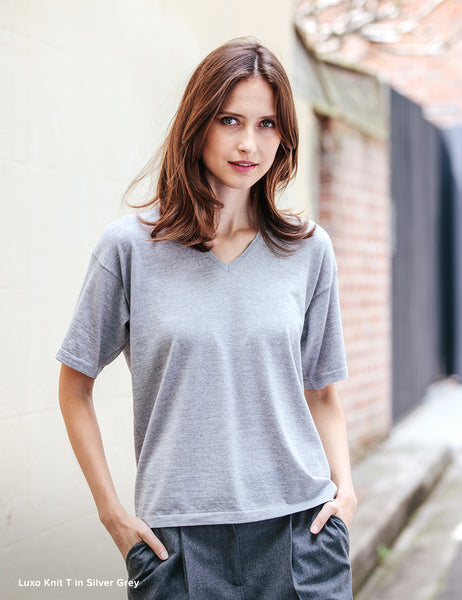 Luxo Knit T V-Neck - Silver Grey