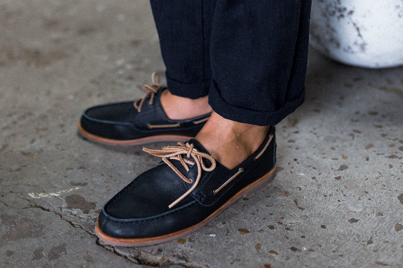Billi black milled boat shoes for men lifestyle