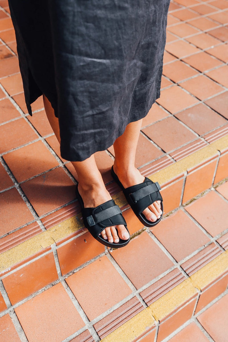 Kyoto black pool slide for women lifestyle 1