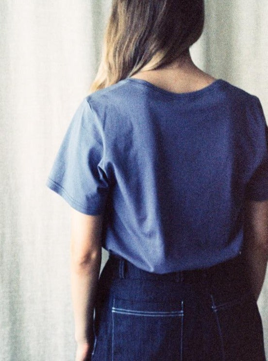 Vida Tee, lavender, back view