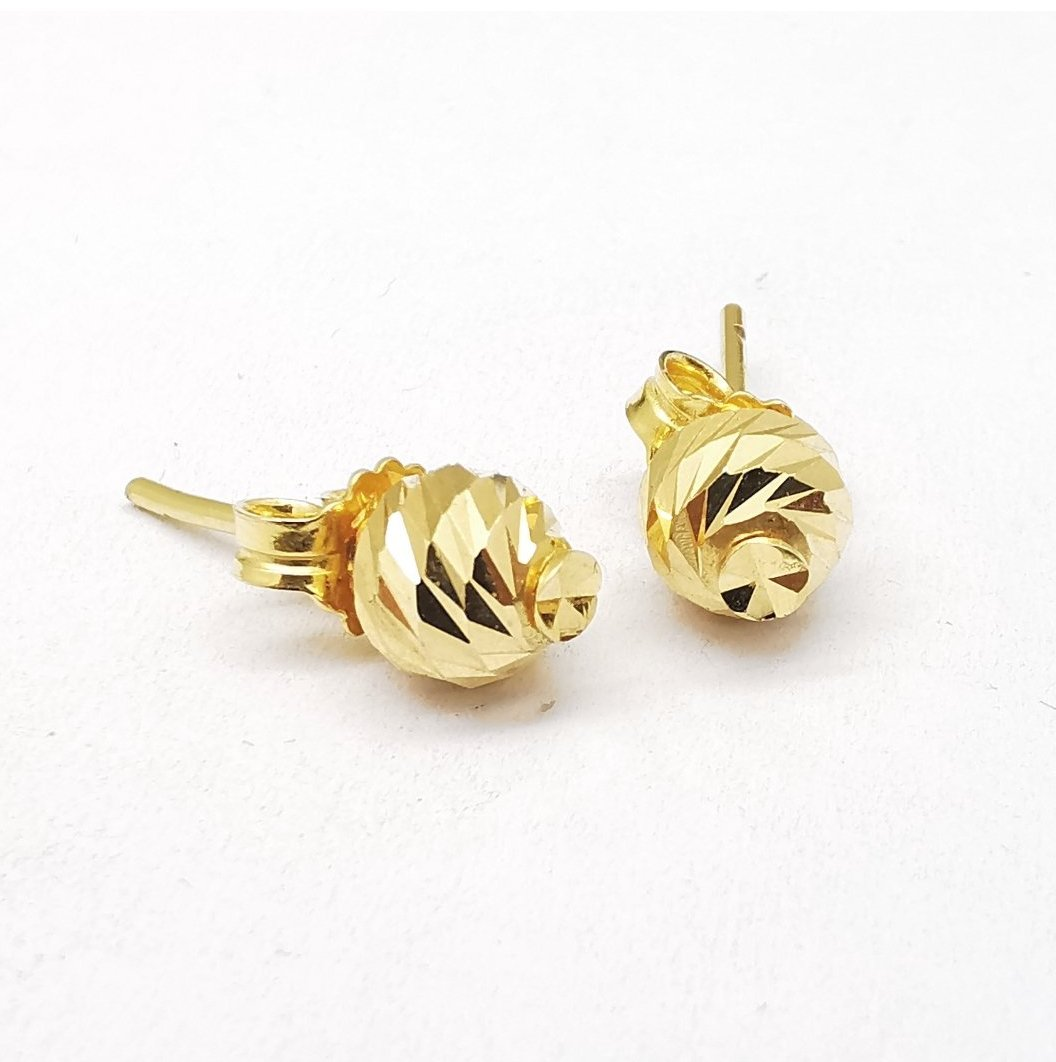 Round earings in gold