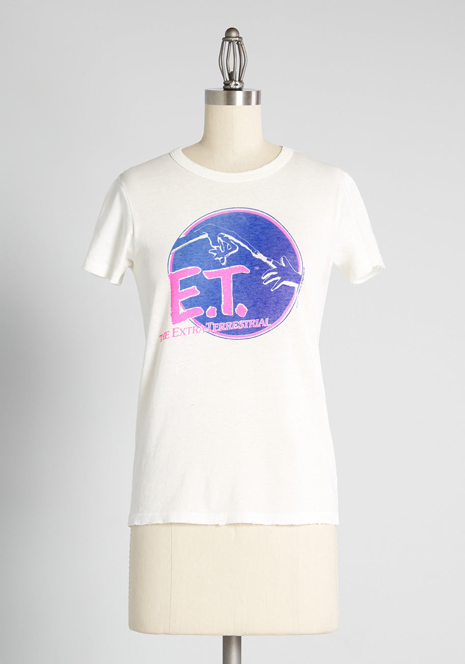 80s Tops, Shirts, T-shirts, Blouse ModCloth Feelin Extra-terrestrial Graphic T-Shirt in White Size XS $34.99 AT vintagedancer.com