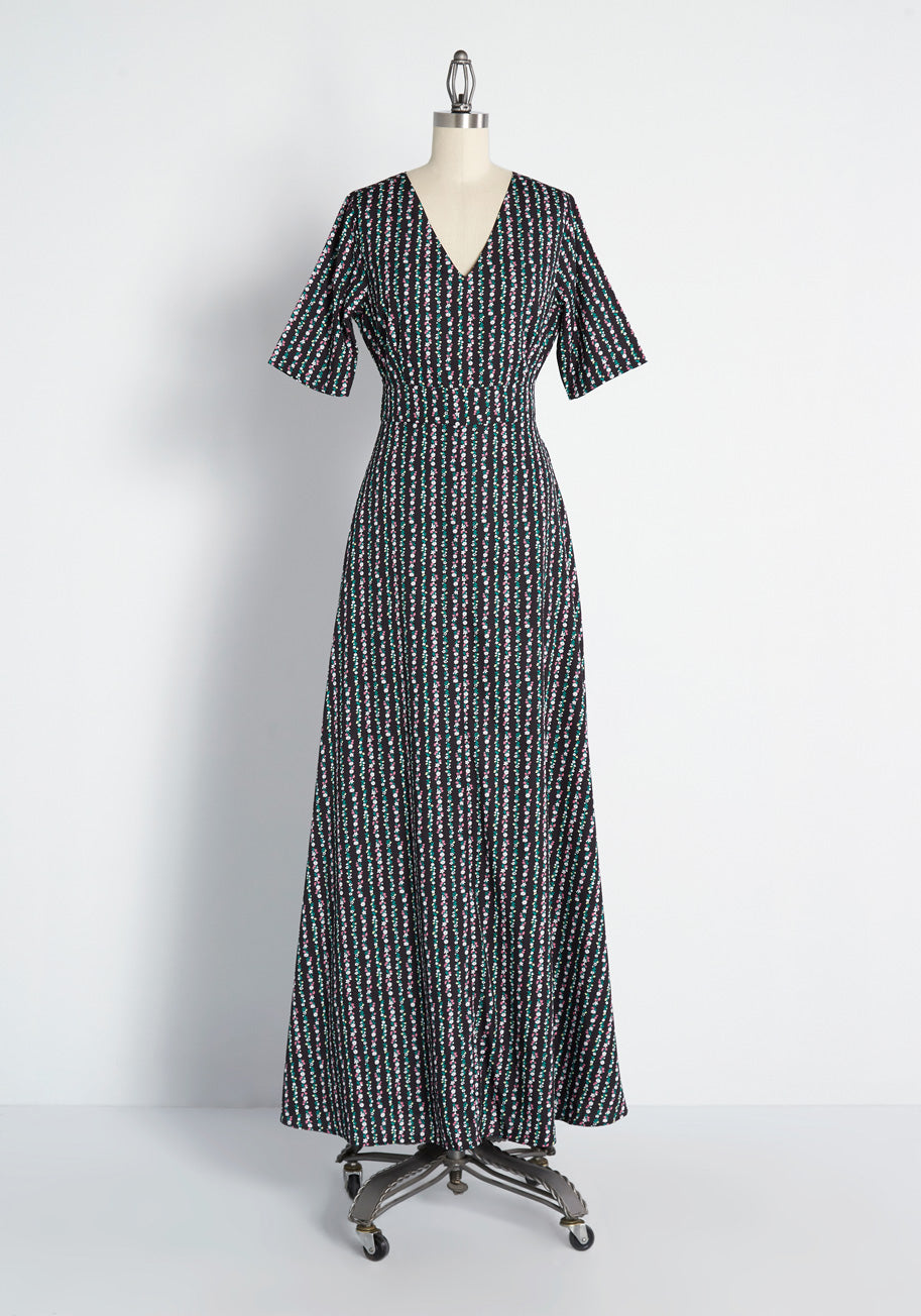 1900 -1910s Edwardian Fashion, Clothing & Costumes ModCloth Field of Frondescence Maxi Dress in Black Floral Size 18 $109.99 AT vintagedancer.com