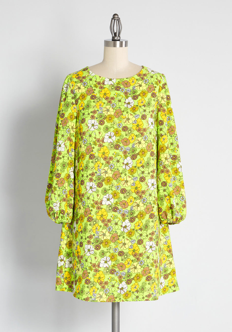 Vintage Style Dresses | Vintage Inspired Dresses ModCloth Valley of the Tennessee Dolls Shift Dress in Green Size XL $59.99 AT vintagedancer.com