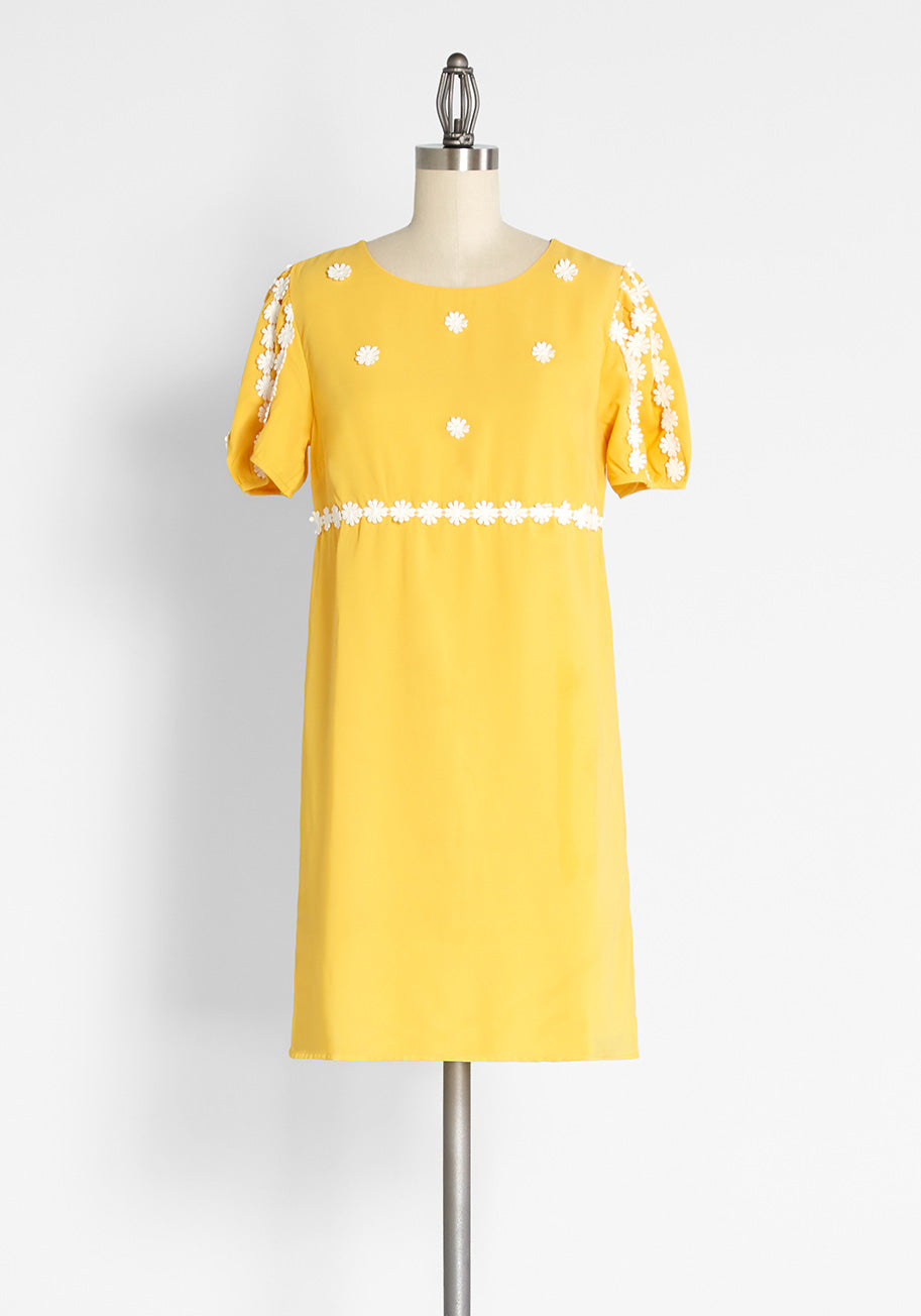 Plus Size Retro Dresses 50s, 60s ,70s, 80s, 90s ModCloth How Sweet It Is Shift Dress in Yellow Size 26W $89.00 AT vintagedancer.com
