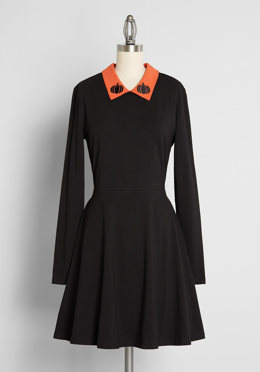 Easy Retro Halloween Costumes – Last Minute Ideas ModCloth x Dangerfield Pumpkin Patch Perfection Skater Dress in Black Size 26 $85.00 AT vintagedancer.com