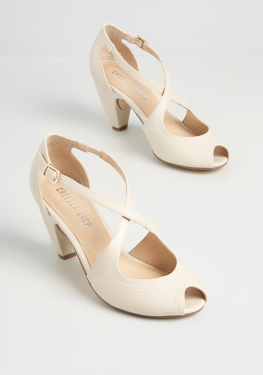 1960s Style Clothing & 60s Fashion ModCloth Traverse and Chorus Heels in Bone Size 42 $72.00 AT vintagedancer.com