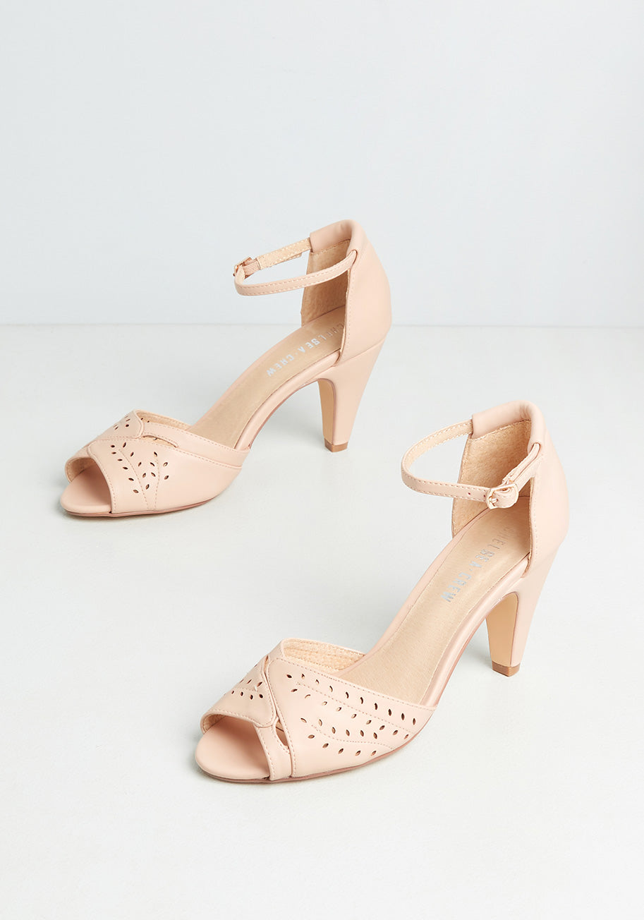 70s Outfits – 70s Style Ideas for Women Chelsea Crew Gait Minds Think Alike Heels in Pink Size 41 $69.00 AT vintagedancer.com
