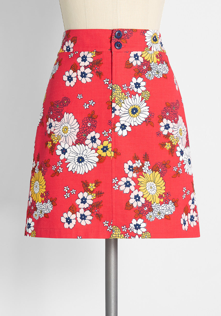 1960s Style Clothing & 60s Fashion ModCloth Sweet Daisy Jane Mini Skirt in Trudy Vintage Floral Candy Red Size 26W $54.99 AT vintagedancer.com