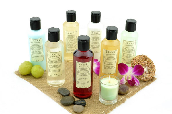Enriching Bath Kit of Bubble Bath, Shampoo, Hair Oil, Gel & Conditioner with ingredients