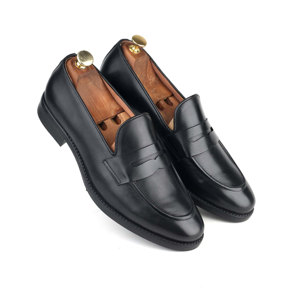 LOAKE THE BLACK SLIP-ON