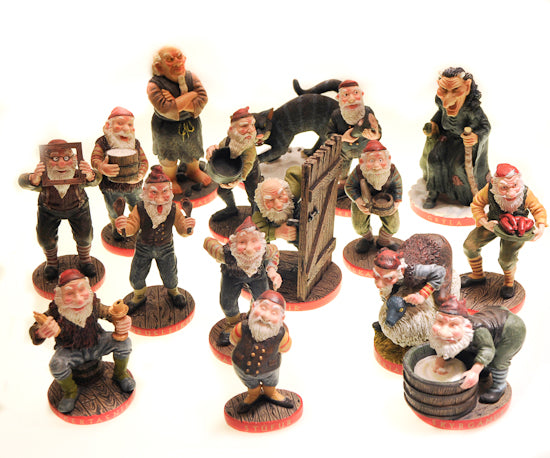 Set of 16 resin Yule Figurines -15% off