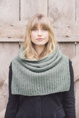 Plain and Simple: 11 Knits to Wear Every Day - book - Image 11