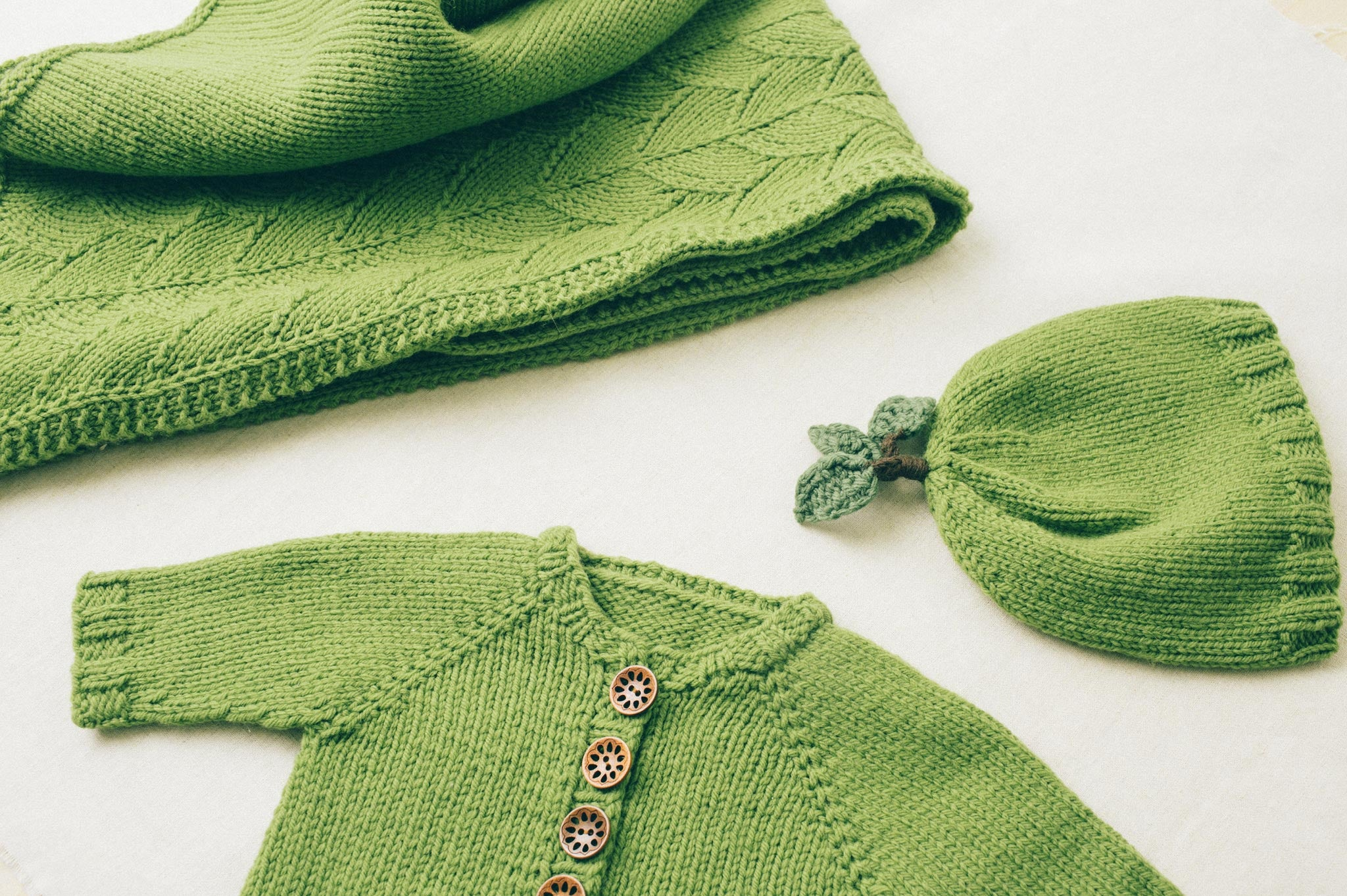 Leaf top baby hat knitting pattern quince and co leaf top baby hat bankloansurffo Gallery
