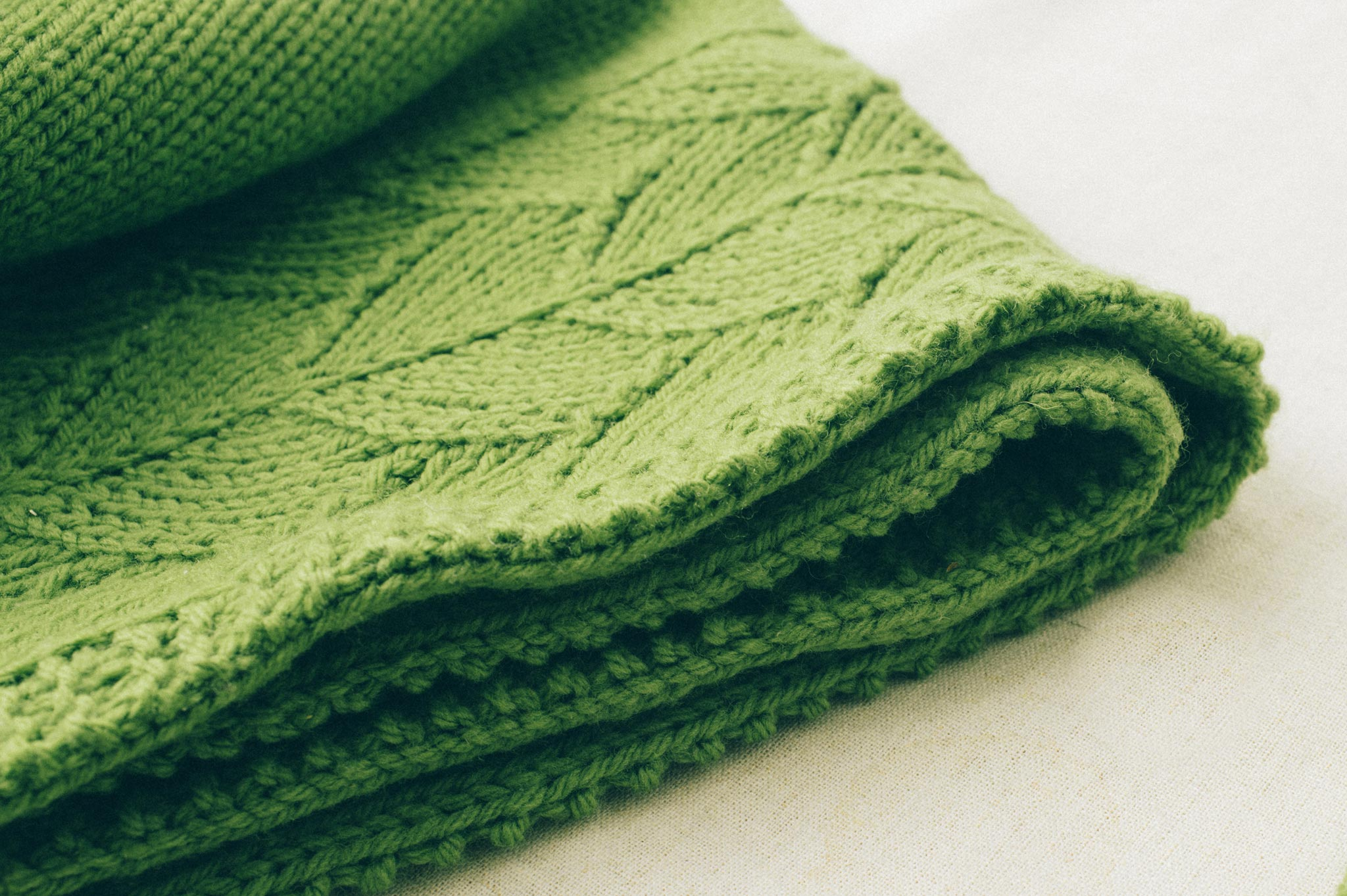 sweet leaf baby blanket knitting pattern - Quince and Co