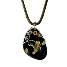Load image into Gallery viewer, LUSH Pendant Necklace in Onyx and 18KT Gold