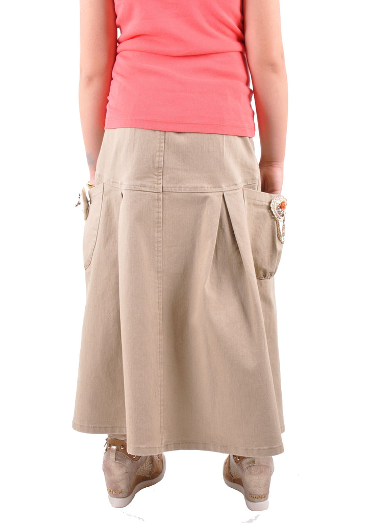 This is a nice Dennis Uniform khaki culotte skirt, size girls G7. Made of 60% cotton, 40% polyester, I cannot find any tears or stains. One button was reattached.