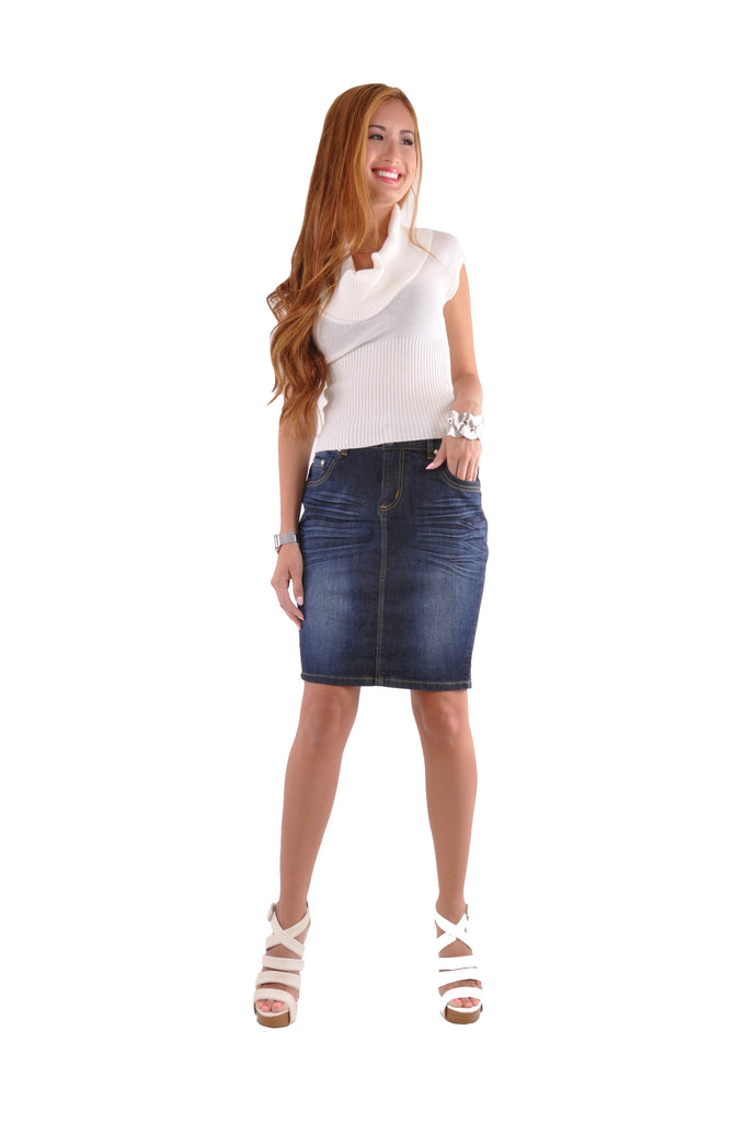 Pencil Skirt Outfits for Teenagers. Pencil skirt outfits and its terrific service of giving off sophistication, glamour and beauty never goes out of style. From casual, to fancy to formal, pencil skirt outfits make it possible to nail all kinds of looks in all the seasons.