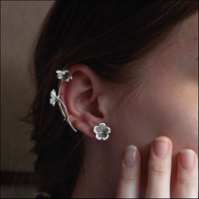 Load image into Gallery viewer, FLOWER EARRINGS PLATINUM