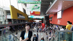 The exhibition hall was enormous!