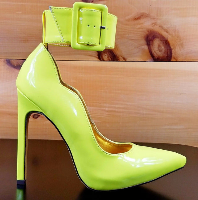 "Mona Mia 5"" High Heel Wide Ankle Buckle Cuff Scallop Cut Pump Shoe Yellow"