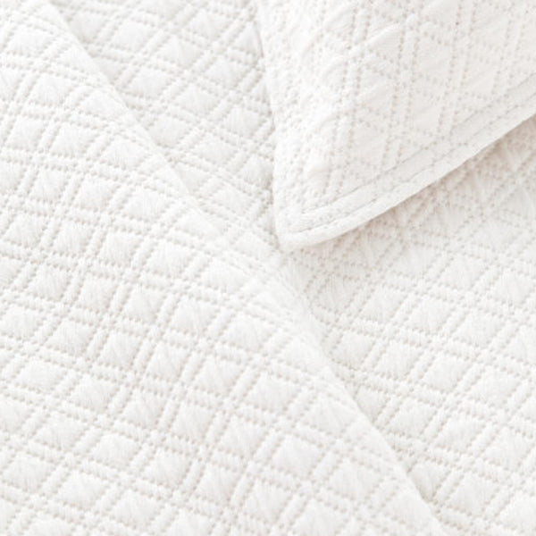 Diamond Matelassé Coverlet