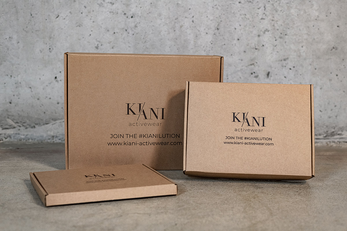 The picture shown three parcels out of 100% recylced cardboards- The logo of KIANI activewear is shown in the middle of each parcel as well as the phrase: JOIN THE #KIANILUTION. The Homepage URL www.kiani-activewear.com is below the phrase