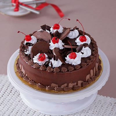 Marvelously Decorated Eggless Chocolate Cake - 1/2 KG