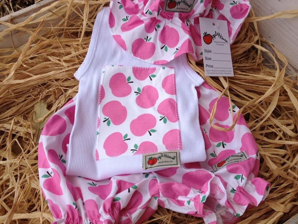 Toffee Apples Pink baby 3 pce hat bloomer & apple crate top