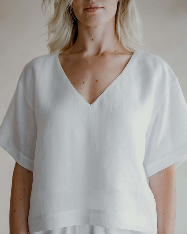 White linen blouse Molly, with short sleeves and V-neckline