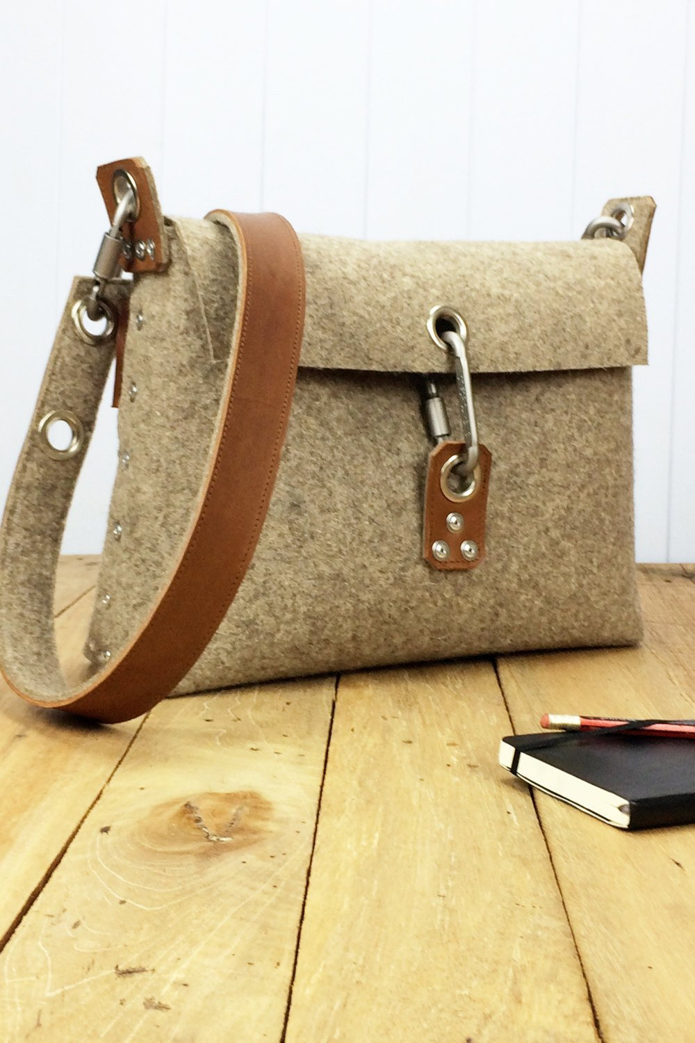 Womans felt handbag, felt purse for women, messenger bag for her, gift for her, womans messenger bag, clutch bag, handbag