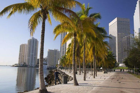 A public park in central Miami, located on the shores of Biscayne Bay. It was opened in 1925. It was designed by architect W. G. Manning.