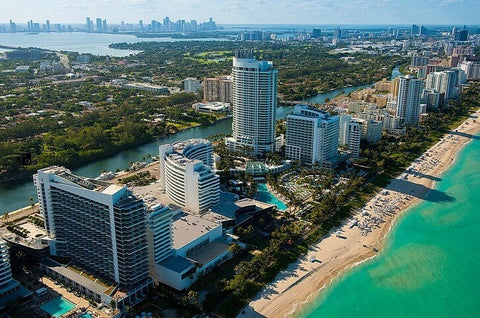 Miami Beach has been developed since the 1920s and quickly gained popularity among celebrities and the jet set. The central part of the city is built up with historic Art Deco buildings from 1923 to 1943.