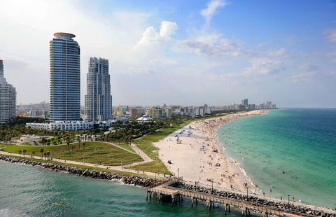 """The resort center of Miami, the point of attraction for all nightlife enthusiasts. Its unofficial name is """"American Riviera""""."""